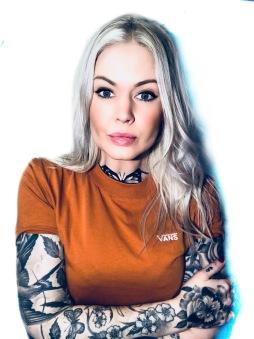 Vans Tshirt vendor dammodell brownduck news