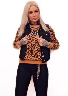 Rebell hoodie Leopard NYHET