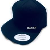 Rebell keps svart/vit text unisex