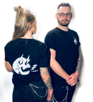 Rebell Tshirt  built not bought skull svart unisex