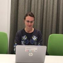 Annica Falk, projektchef i MIA-projektet lägger sista handen vid ansökan.