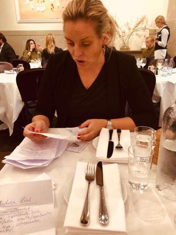 Hanna Mannberg, en av oss som driver Ladies of FMCG, läser alla lappar med er input