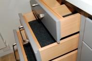 Lådor i trä med filtmattor