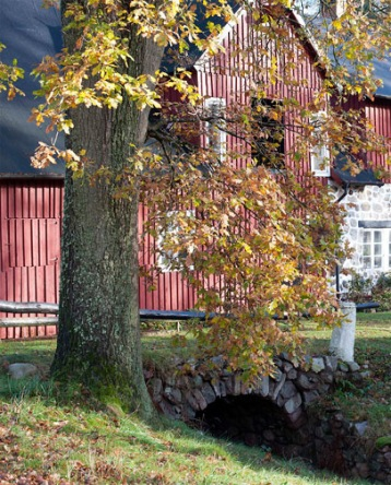BJÄRSGÅRD   Vattenmöllan hör till godset med samma namn och ligger ett par kilometer utanför Klippan. Den startade 1615 och var i drift ända till 1961.