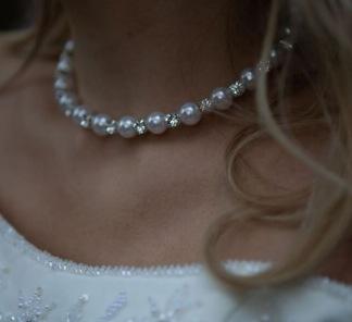 Halsband med pärlor