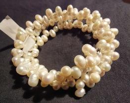 Spiral amband med pärlor.