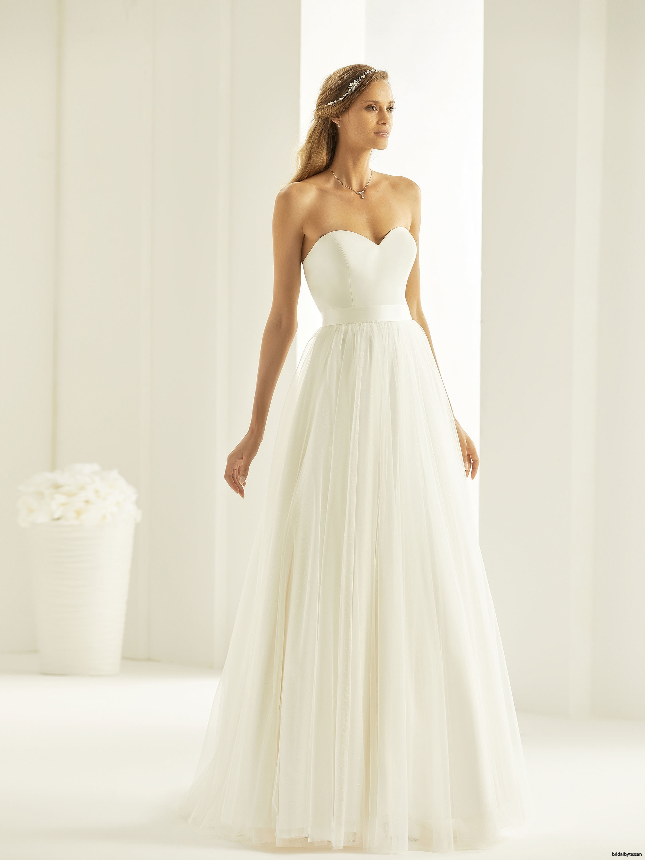 mahalia-_1_bianco-evento-bridal-dress