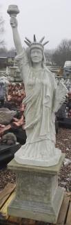 Frihetsgudinnan - Frihetsgudinnan utan nedre sockel ofärgad betong