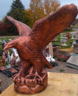 Örn med utslagna vingar - örn med utslagna vingar kopparfärgad