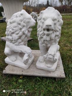 Lejon med sköld vänster eller höger - Lejon med sköld åt vänster