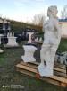 Staty - Staty kvinna med druvor med sockel