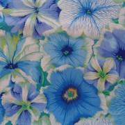 Bomullstyg ljusblå blommor (Petunias)