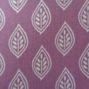 Bomullstyg lila-vitt blad