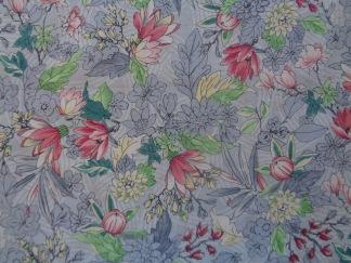 Bomullstyg blåblommigt/silver (Serene Spring)