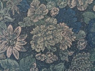 Bomullstyg jeansblå blommor (Fusions Garden)