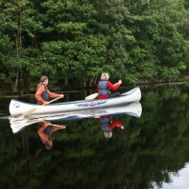 Hyr kanot för tur på Lagan eller Hjörneredssjöarna