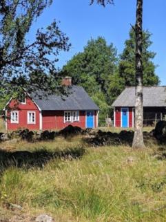 Hyr stuga. Vi har tre stugor i naturskönt område nära Lagan utanför Laholm.