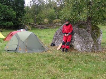 Lars bredvid sitt tält