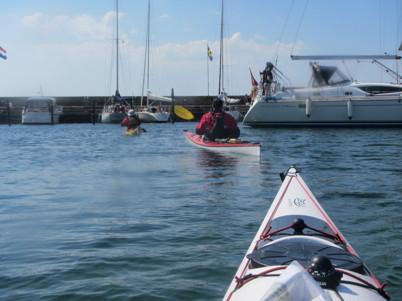 Efter en timmes paddling i motvind anlöpte vi Mölle hamn