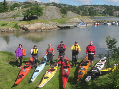 Uppställning före paddling vid vår iläggningsplats på Malö.