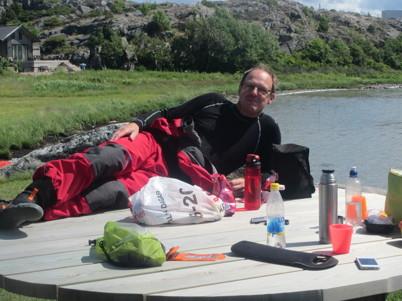 Lars poserar lite lätt lättklädd