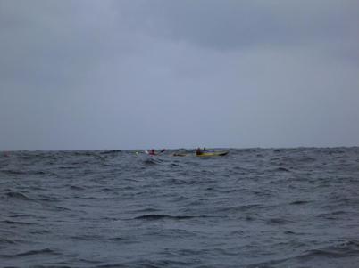Ut i havet! OBS den lilla gula pricken är Andreas