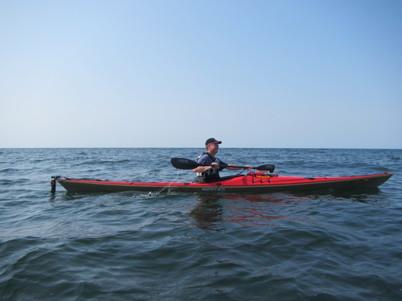 En timme tog överfarten till Gröthögarna. Gammal sjö, nya vågor och svall från båtar, allt kom från olika håll. Havet var stökigt och vi var tysta och koncentrerade. Härlig paddling, med lite utmaning!