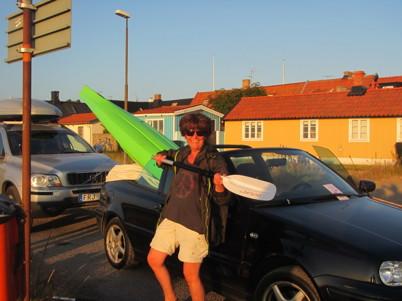 Varför köra tråkig bil med takräck? När man kan köra cab med kajak!