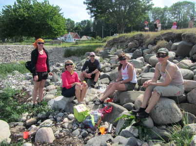 Som ett gäng strandade sälar:-) Dax för eftermiddagsfika inför sista etappen mot Båstad.