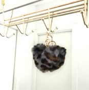 FAUX FUR KEYCHAIN LEO GREY