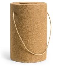 SAND Miljövänlig urna tillverkad av sand från vår svenska kust. Ett borttagbart pappersfilter i botten gör att den lämpar sig extra bra för spridning till sjöss. Urnan lämpar sig även för gravsättning i jord. Förgänglig.