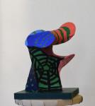 Skulptur av ståltråd, nylonstrumpa och akrylfärg.