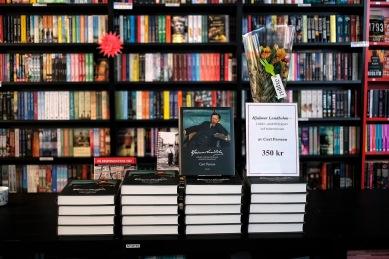 Boken börjar säljas hod Kiruna Bokhandel