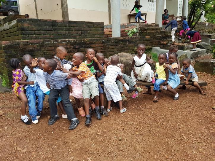 hjälparbete, afrika, sierra leone, bygga skola