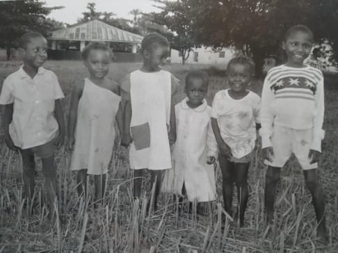 Joseph är pojken till höger i bild.