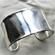 Silverarmband hammrad yta
