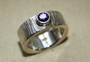 Silverring lila zikon - Räfflad ring med zikonsten