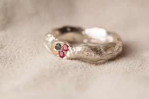 Ring pavéfattning rubiner och svart diamant - Pavéfattning guld med rubiner och svart diamant