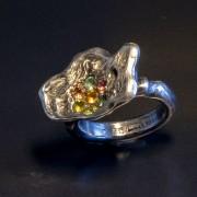 Ring silverblomma med safirer i pavéfattning