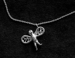 Fluga som hänge - Fluga halsband
