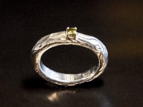 Silverring natur med peridot i klofattning - Silverring klofattning med peridot