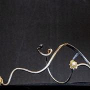 Kroppssmycke silver med guldblommor och sötvattenspärlor