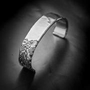 Silverarmband mönster
