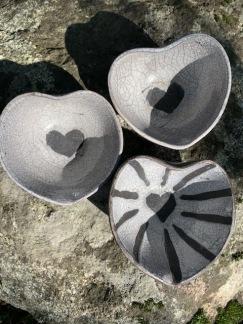 hjärtformad skål i Raku -