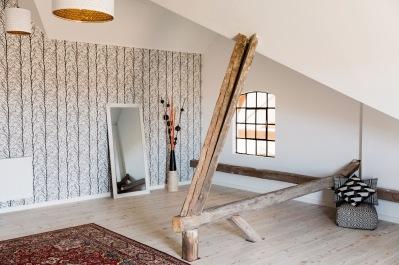 Festlokalen har en övervåning, perfekt för mottagning, möten och mys.    Bild: www.sannadolckwall.se