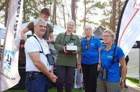 Pristagaren i mitten. Längst till höger BirdLife Sveriges ordförande (och Rapphöna) Lotta Berg.