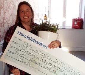 Monica Pedersen tog emot folkbildningspriset.