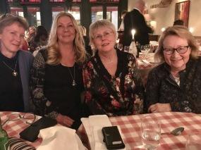 Tre av Rapphönans grundare, Gigi Sahlstrand, Eva Stenvång Lindqvist och Lotten Sjölander vid jubileumsmiddagen 28 feruari i Stockholm. Till vänster BirdLife Sveriges ordförande Lotta Berg som deltog i festligheten.
