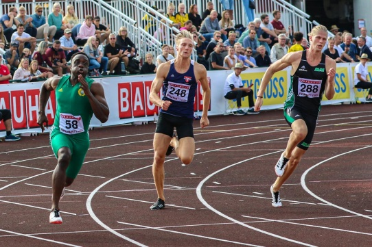 200 meter 6:e - Försök 21,75/q - Final 21,92