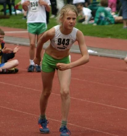 En ung Josefine Sandelius år 2004 på Hammarby Ungdomsspel